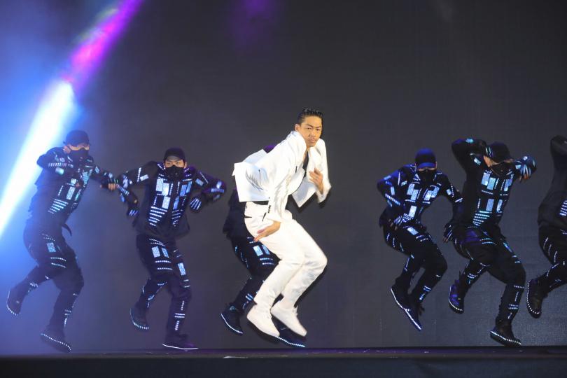 AKIRA特別來台擔任2020台北燈節開幕表演嘉賓。(攝影/施岳呈)