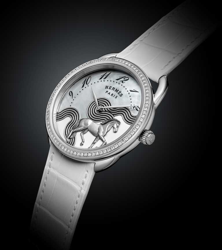 HERMÈS「Arceau Cheval Cosmique工藝腕錶」,白金錶殼,錶徑23mm,限量24只╱1,649,200元。(圖╱HERMÈS提供)