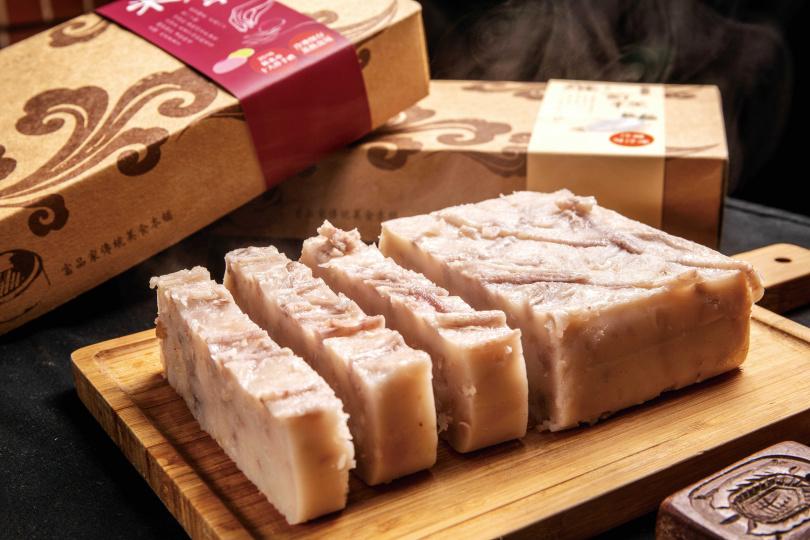「富品家」的芋頭糕(左)和蘿蔔糕(右)皆以真材實料製作,是最熱銷的點心。(各150元/份)(攝影/焦正德)