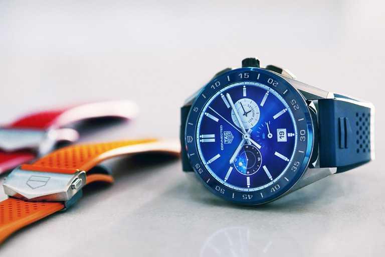 TAG HEUER「CONNECTED智能腕錶」夏季系列╱精鋼錶殼,藍色橡膠錶帶,海洋深藍色陶瓷錶圈,45mm╱58,900元。(圖╱TAG HEUER提供)