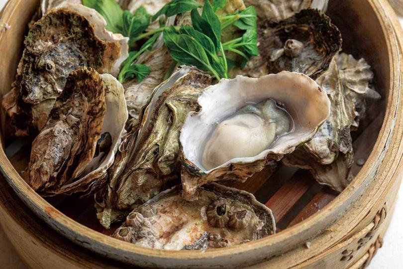 吹彈可破的「蒸氣鮮蚵」,個個肥嫩飽滿,新鮮至極。(180元)