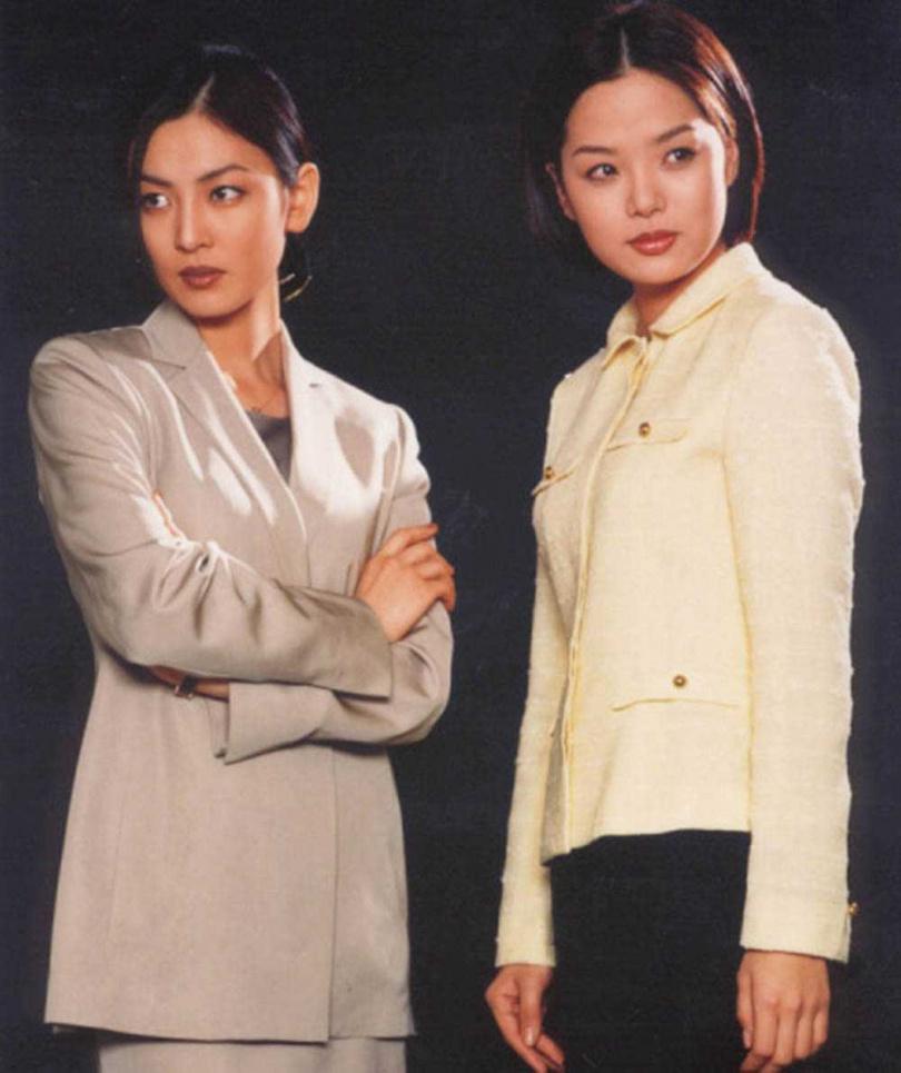 20年前金素妍在《愛上女主播》演惡女,觀眾不滿她欺負蔡琳(右),竟寄信恐嚇。(圖/翻攝自百度)