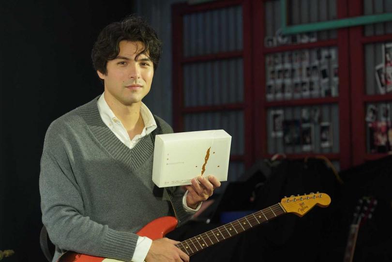 鳳小岳為鳳梨酥創作了《那微微的涼風》、《近鄉情怯》與《日出》共3首主題曲。(郭元益提供)