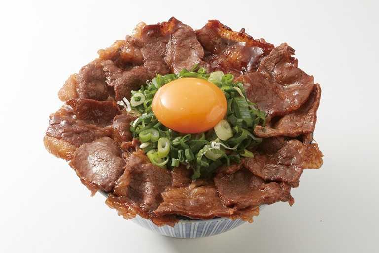 外帶可享半價加購「日出燒肉丼」及「鹽蔥燒肉丼」,圖為日出燒肉丼。(220元)