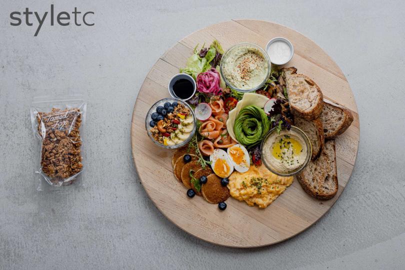 為「LINE TAXI享饗送」設計的雙人開放早午餐,把豐富料理直送到府。(1180元)(圖/品牌提供)