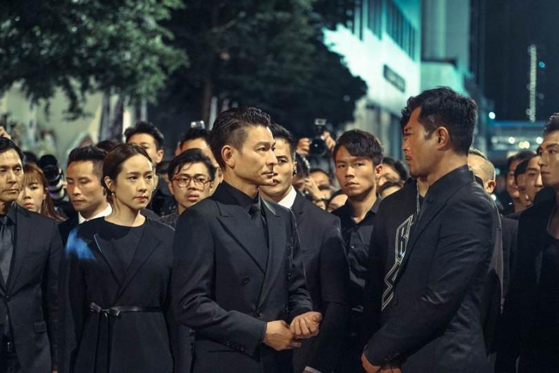 林嘉欣(左起)與劉德華在片中飾演夫妻,一起對上古天樂。(圖/華映提供)