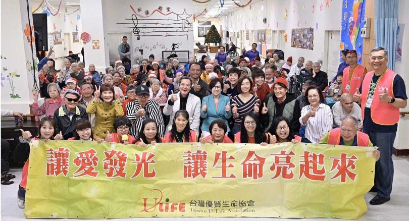 優質生命協會理事巴戈和廣告教母余湘同場做公益。(圖/優質生命協會提供)
