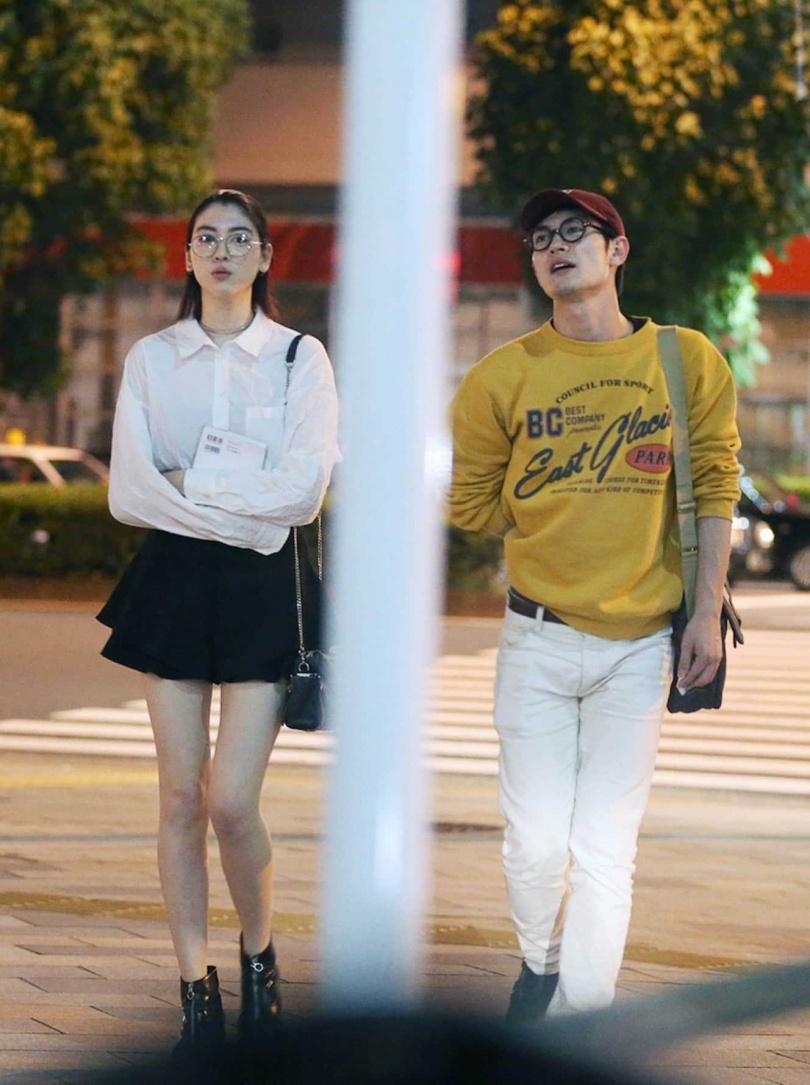 三吉彩花在2018年曾被拍到和日劇男神三浦春馬深夜幽會。(圖/翻攝自《FRIDAY》)