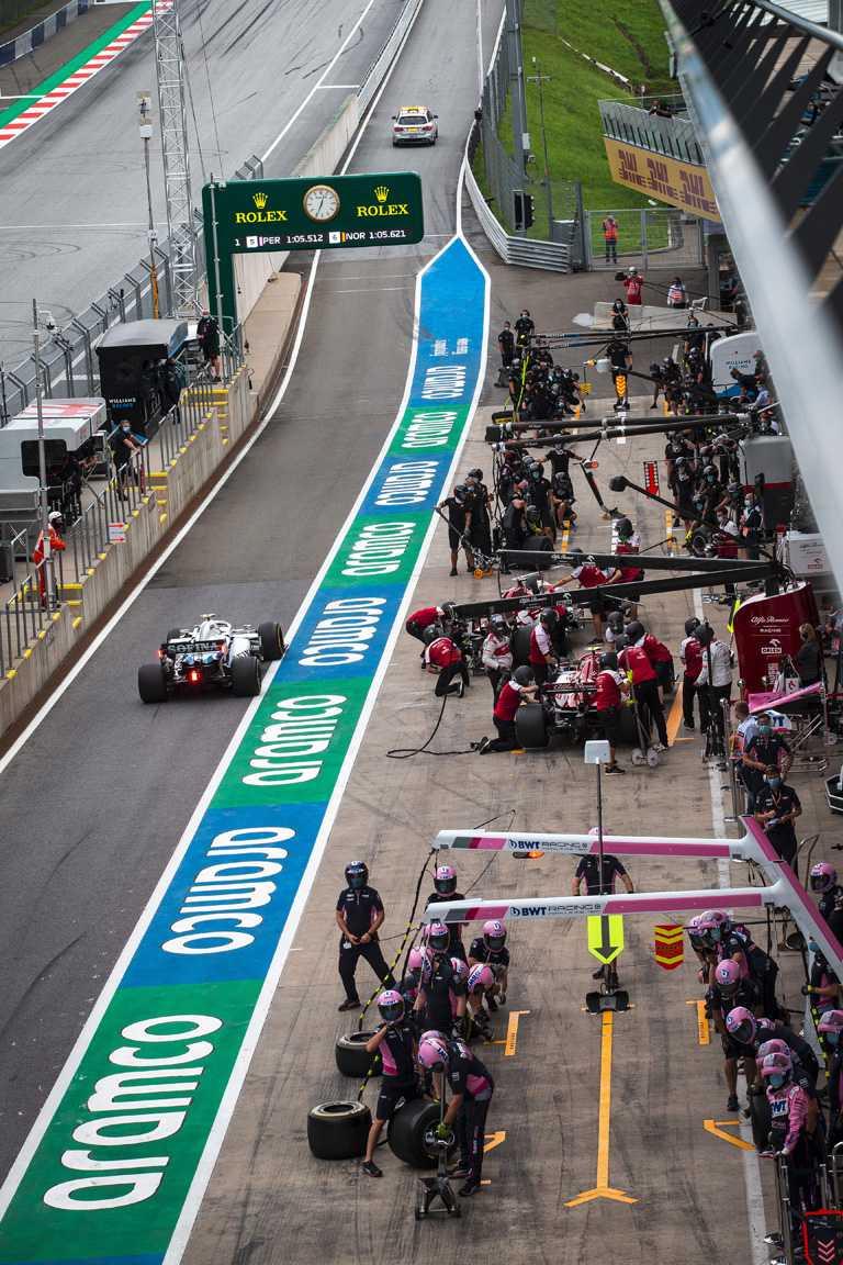 自2013年起,ROLEX勞力士成為F1一級方程式錦標賽的全球合作夥伴及大賽指定時計,八年來所有巔峰賽事現場,都可見到ROLEX勞力士的經典標誌。(圖╱ROLEX提供)