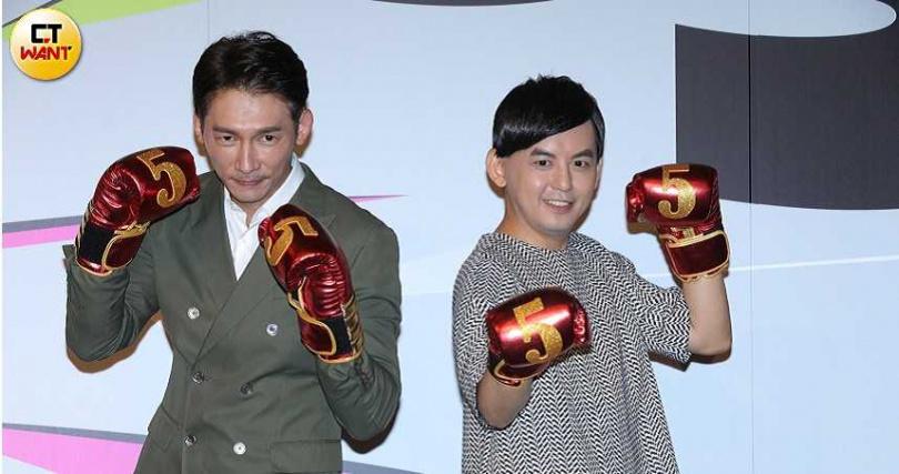 黃子佼、溫昇豪一起為金鐘獎揭曉入圍者。(攝影/施岳呈)