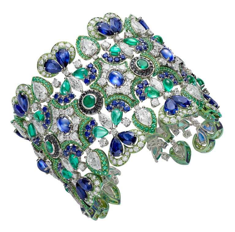 Chopard「Temple of Heaven」系列手鍊,祖母綠、藍寶石及鑽石╱39,460,000元。(圖╱Chopard提供)