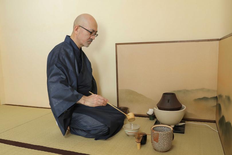 在茶道體驗中,將由擁有近十年茶師經歷的井爪先生展現完整正統的泡茶過程。