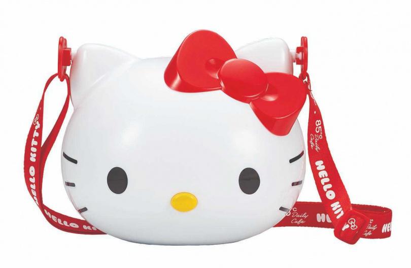 「KT雪米餅禮盒」附有討喜大紅背帶能夠實際背出去使用。