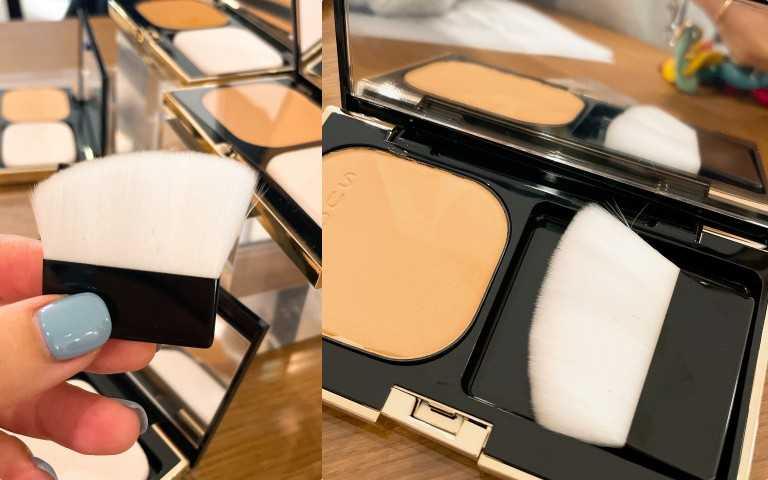 適用霜狀、粉餅等各種粉底。斜面刷頭,柔韌膚觸,鼻翼嘴角等細膩部位也能輕易掌握。完美服貼肌膚凹凸,刷出自然光澤,刷毛彈性佳。SUQQU晶采美肌粉底刷#SUQQU小白刷/800元(圖/黃筱婷攝影)