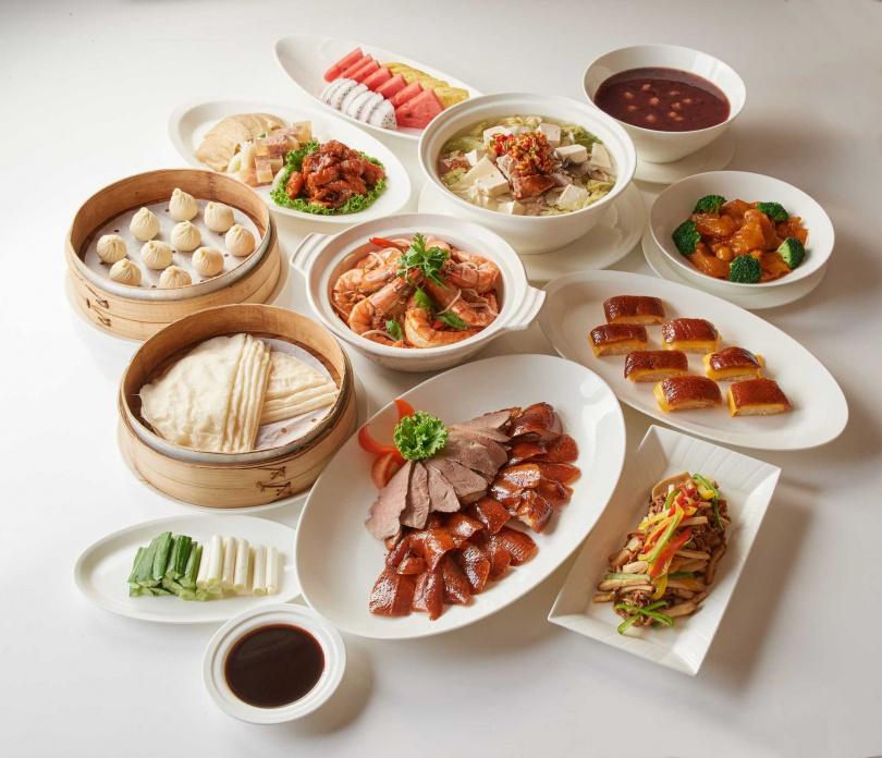 四人掛爐烤鴨分享餐。 (圖/台北福華大飯店提供)