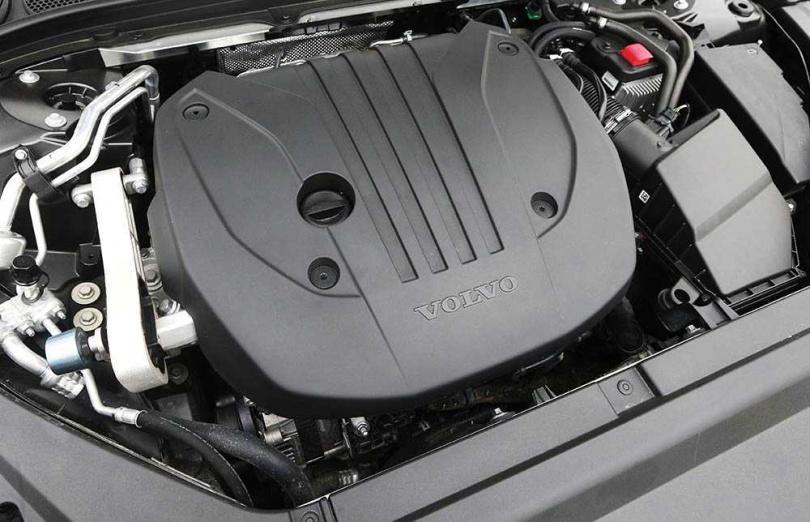 V90CC B5搭載渦輪增壓汽油引擎,可輸出二五○匹最大馬力,48V的電動馬達也可額外提供十四匹馬力。(圖/趙世勳攝)