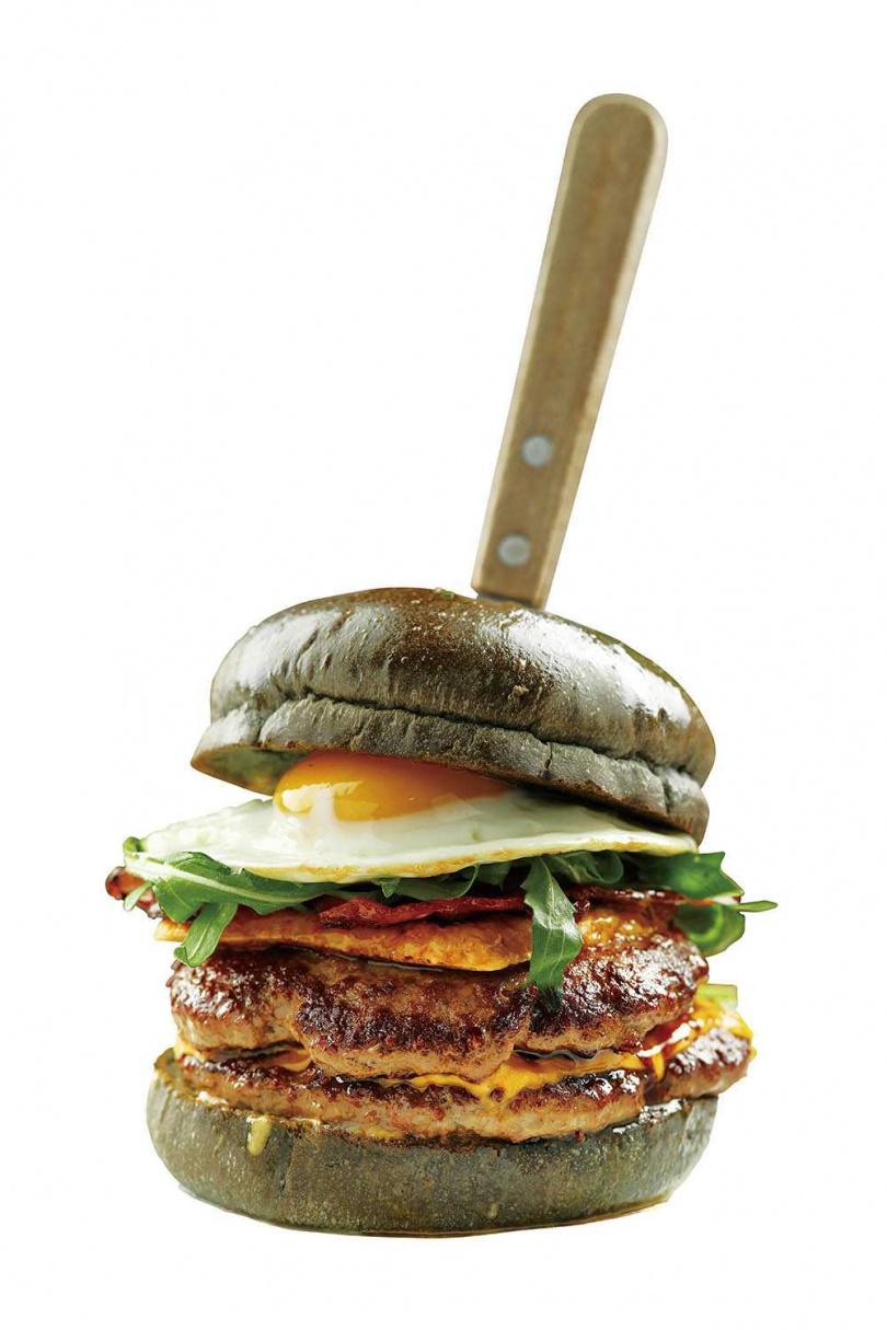 「雙層宿醉」是西方國家解酒必吃的漢堡,據說吃了就會將宿醉的感覺拋到腦後。(330元)(圖/于魯光攝)