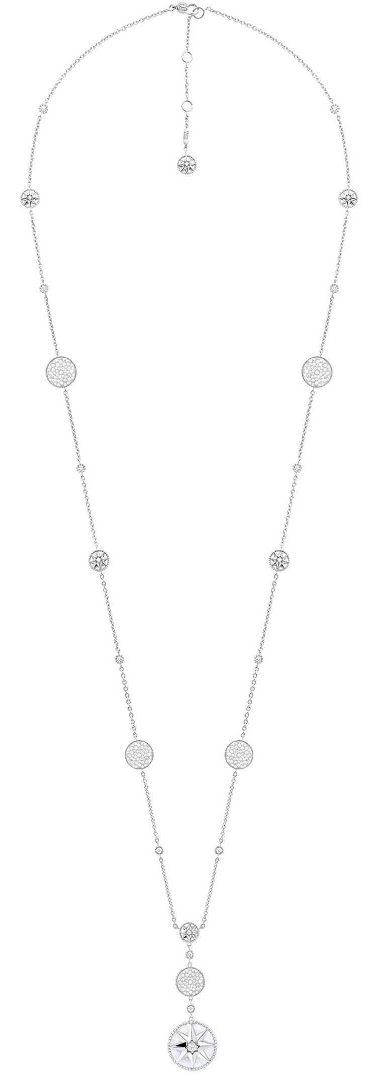 DIOR「Rose des Vents羅盤玫瑰」系列,白K金珍珠母貝鑽石長項鍊╱1,550,000元。(圖╱DIOR提供)