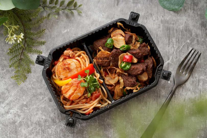 鮮嫩牛排搭檔多汁干貝,再配上順口的肉醬義大利麵,一組售價為499元。