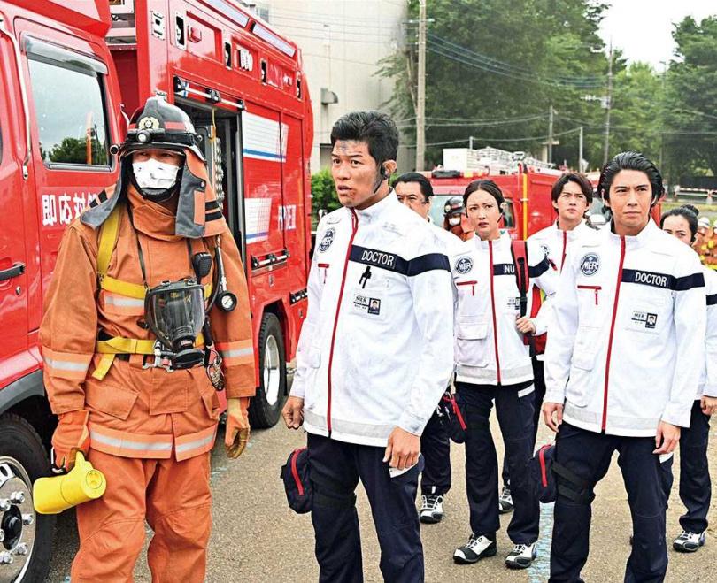 東奧期間多部戲劇收視慘跌,《TOKYO MER行動急診室》卻依然穩守雙位數。(圖/friDay影音提供)