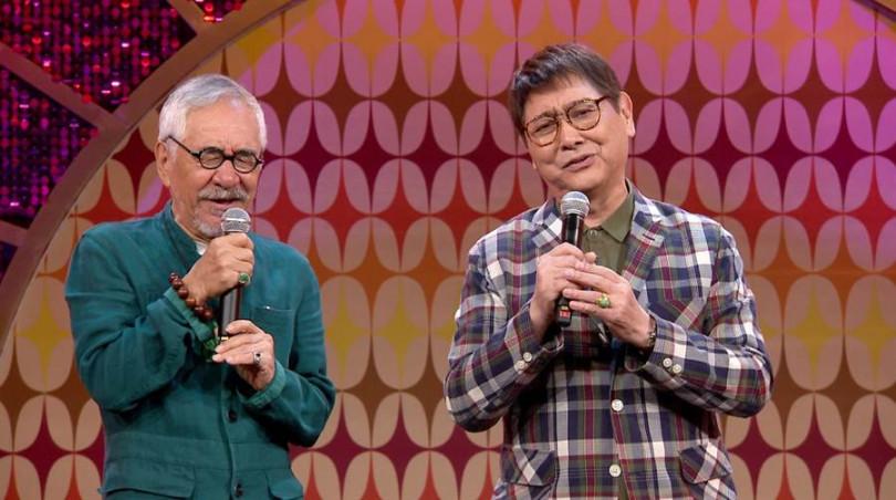 康弘(右)與孫情合唱《又是細雨》。(圖/年代提供)