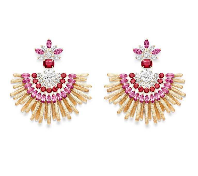 PIAGET「Golden Oasis」頂級珠寶系列╱Play of Lights「漠地日虹」紅寶石頂級珠寶鑽石耳環╱6,350,000元。(圖╱PIAGET提供)