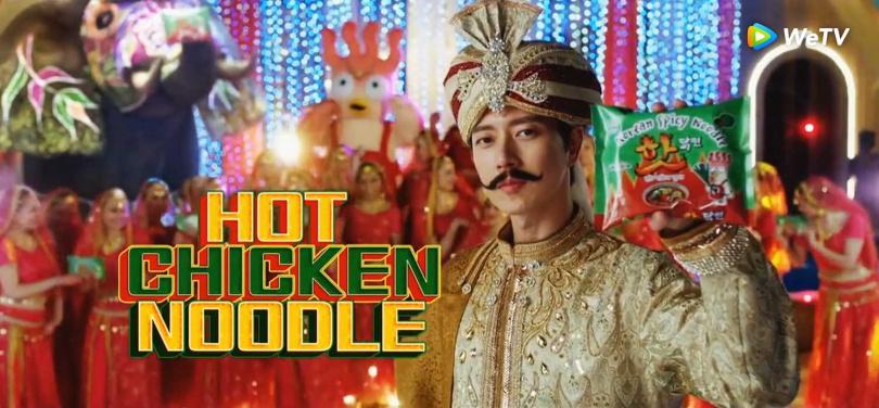 劇中朴海鎮被欽點擔綱「辣雞麵印度版廣告」男主角。(圖/WeTV提供)