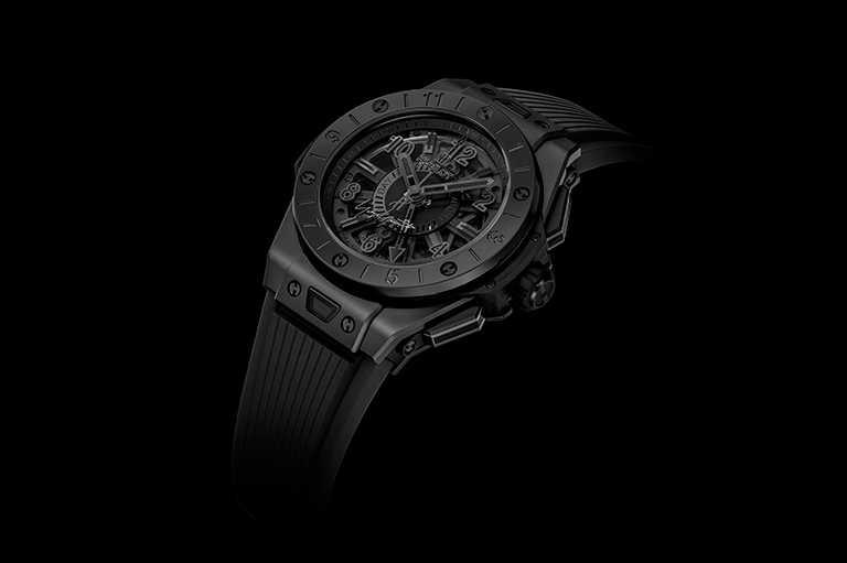 HUBLOT「Big Bang GMT全黑山本耀司」聯名限量版腕錶,微噴砂拋光黑色陶瓷錶殼,錶徑40.5mm╱日幣2,750,000円,約合台幣778,800元。(圖╱HUBLOT提供)