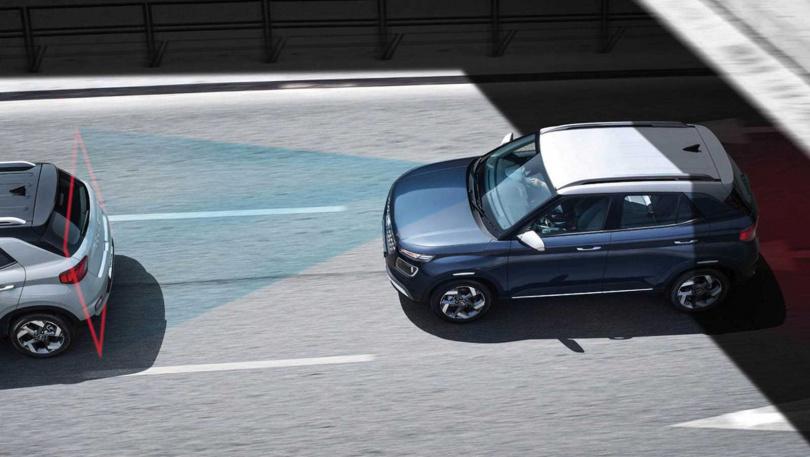 配備FCA(前方主動煞停輔助)與FCW(前方撞擊警示)的Venue,當偵測到與前車或行人距離過近、可能發生碰撞時,系統會發出警示音,並視情況自動啟動煞停輔助。(圖/翻攝自HYUNDAI官網)