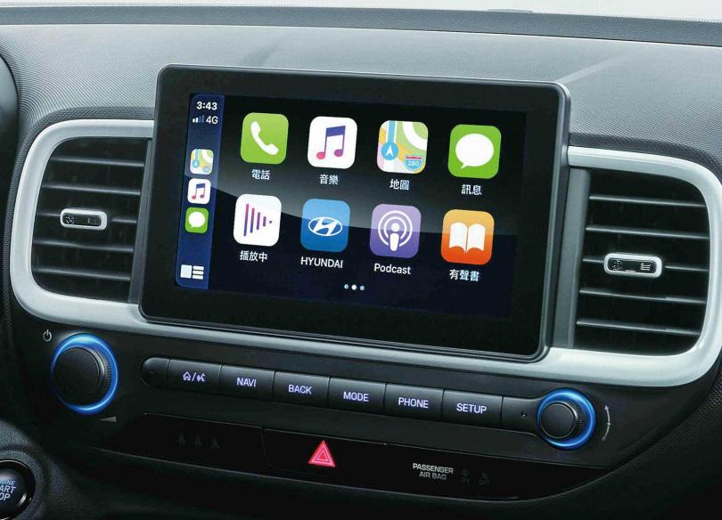中控為八吋懸浮式觸控螢幕,可支援Apple CarPlay和Android Auto手機連結。(圖/南陽實業提供)