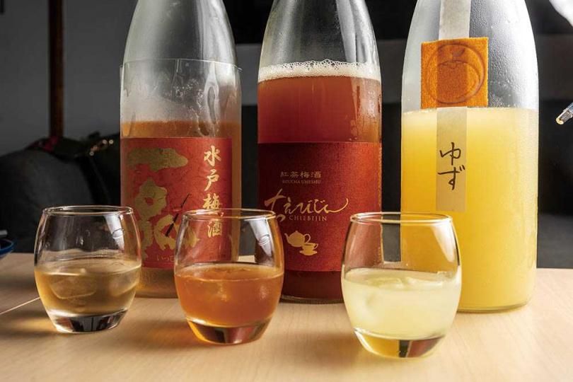 混搭梅酒、柚子酒的果實酒組合,深受女性族群喜愛(400元/3杯)