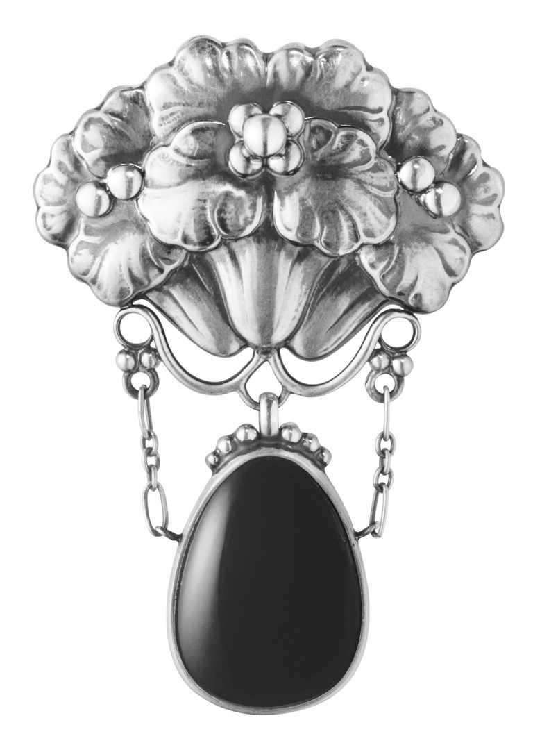 GEORG JENSEN「Moonlight Blossom」系列,月光花語訂製黑瑪瑙胸針╱18,000元。(圖╱GEORG JENSEN提供)