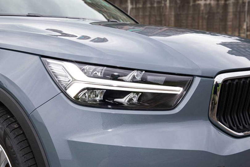 頭燈的「雷神之鎚」,已是新世代VOLVO車系的標誌。(圖/黃耀徵攝)