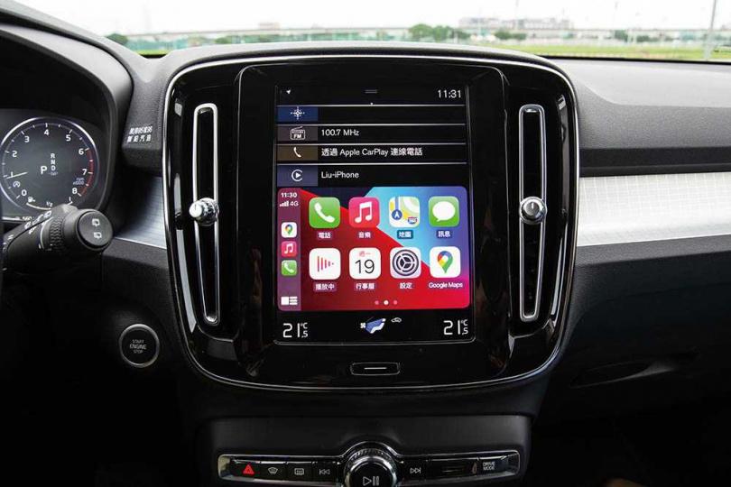 中控車機採用9吋觸控螢幕,不僅有導航和多媒體功能,所有駕駛輔助功能都可在此調整。(圖/黃耀徵攝)