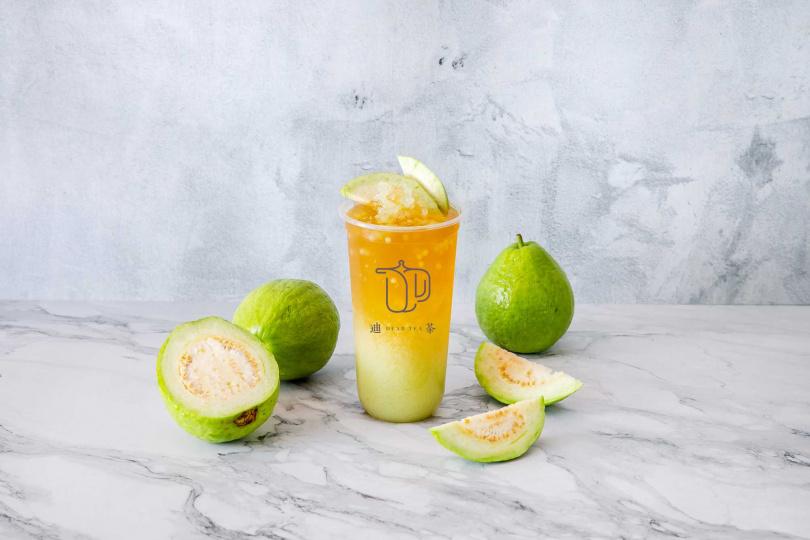 「整顆芭樂綠茶」結合綠茶、四季春和芭樂晶球,既清爽又解膩!