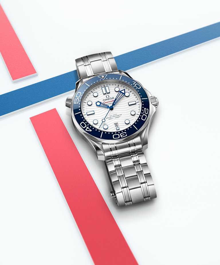 OMEGA「Seamaster海馬」系列,潛水300米「東京2020」特別版腕錶,42mm,不鏽鋼錶殼,8800型同軸擒縱大師天文台機芯,限量2,020只。(圖╱OMEGA提供)