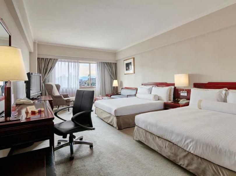 「豪華雙床房」整潔、明亮,且空間寬闊,是一家人外宿時的好選擇。