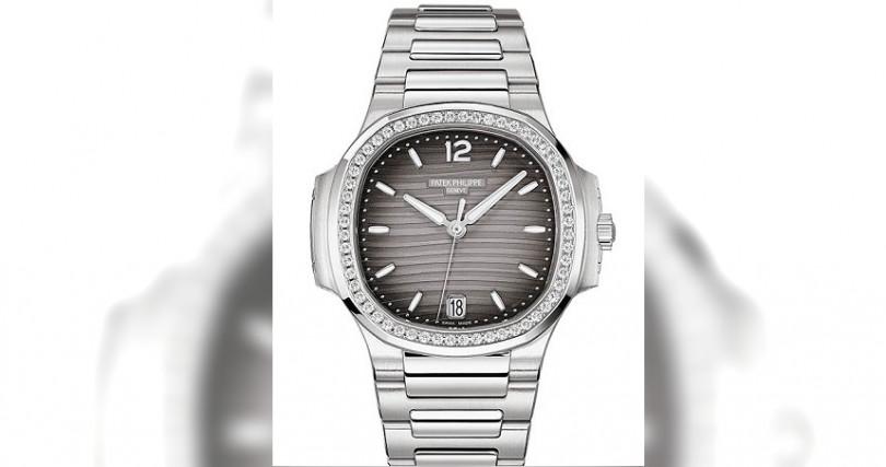 PATEK PHILIPPENautilus Automatic 7118/1200A錶殼:不鏽鋼材質/錶徑35.2mm/錶圈鑲鑽56顆,約0.67克拉機芯:324 S C自動上鍊/儲能45小時功能:大三針/日期防水:60米定價:1,035,000元