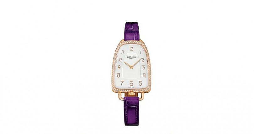 HERMÈSGalop D'Hermès錶殼:玫瑰金材質/錶徑26x40.8mm/錶殼鑲鑽150顆,約0.66克拉機芯:石英機芯功能:時分雙針防水:30米定價:508,800元