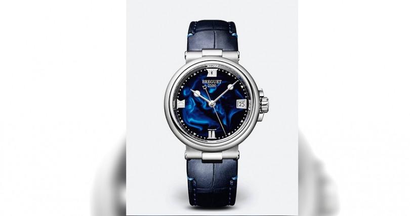 BREGUETMarine Dame 9517錶殼:不鏽鋼材質/錶徑33.8mm機芯:591A自動上鍊/儲能38小時功能:大三針/日期防水:50米定價:569,000元