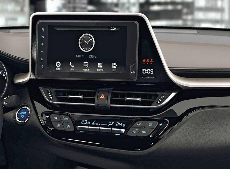 全車系標配Drive+ Connect 7吋Wi-Fi主機,具備1,024 ×600高解析螢幕、Wi-Fi、藍牙與USB連結功能。(圖/車商提供)