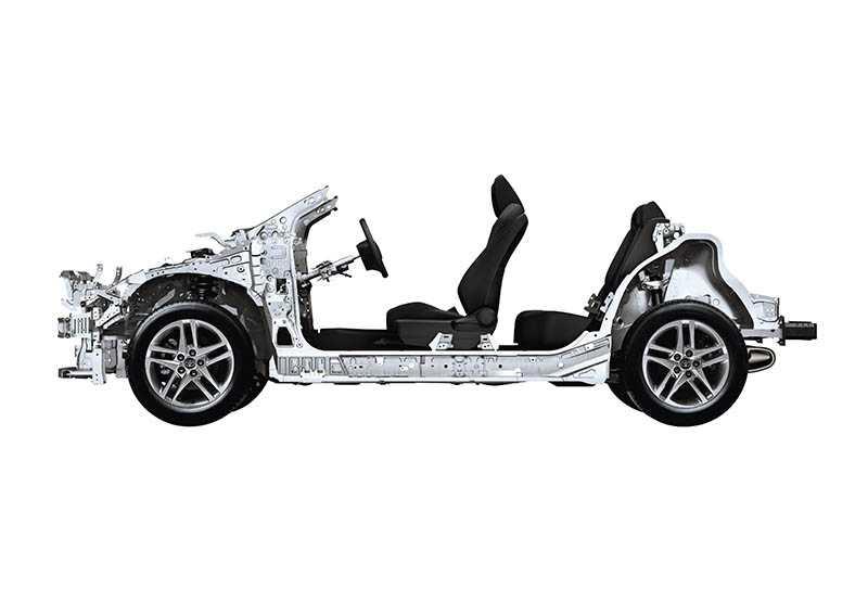 小改款C-HR特別強化底盤部分,新增強化連桿,並在懸吊阻尼進行調整,不僅車身剛性表現更佳,也帶來出色的轉向、操控反應。(圖/車商提供)