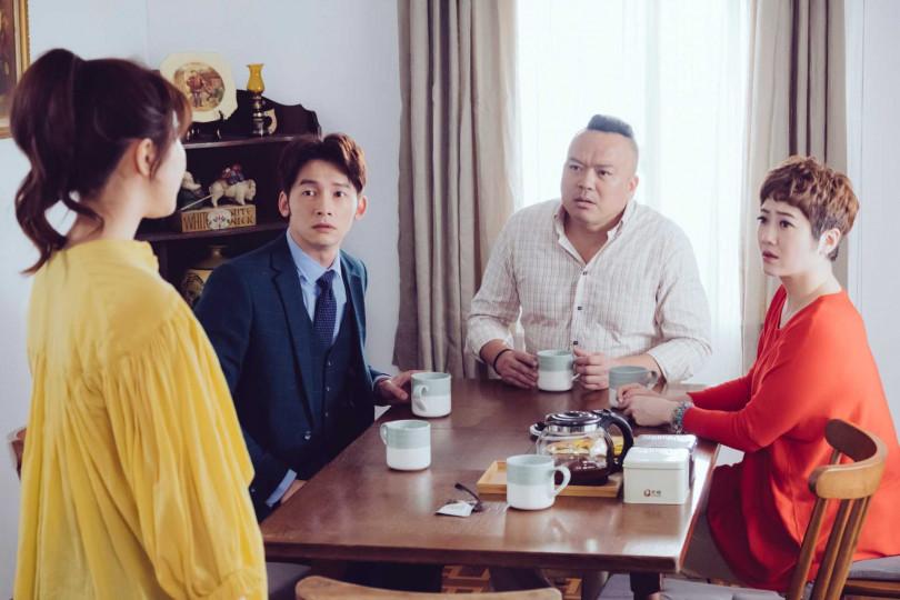 明金成(右二)在劇中護女心切、演技精湛,特別觸動現實中也同樣身為人父的溫昇豪。