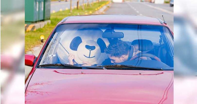 黃偉晉拍攝新歌MV最大的挑戰是開著不熟悉的手排車上路。(圖/愛貝克思提供)