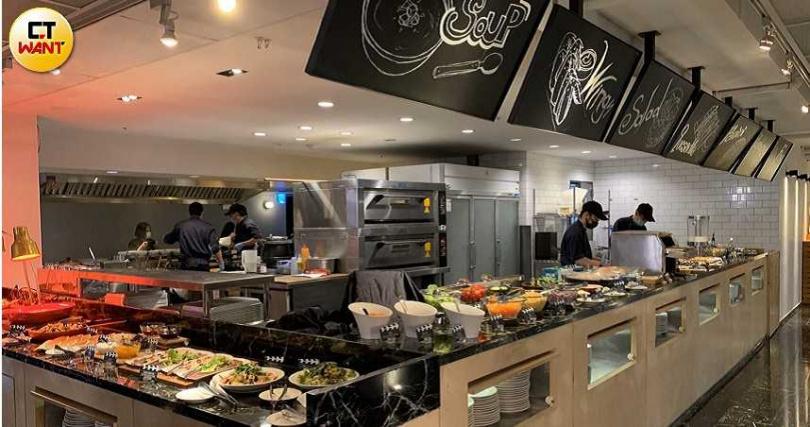 西門町意舍酒店吃吧餐廳,是許多年輕學子和電影人都喜歡的西門町秘密基地。(攝影/官其蓁)