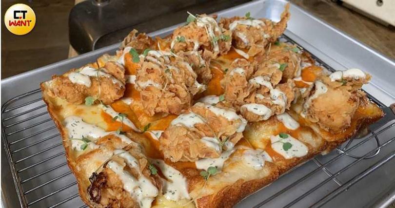 做為全台第一的底特律方形披薩創始餐廳,新菜單中仍保有方形披薩的獨家美味。(攝影/官其蓁)