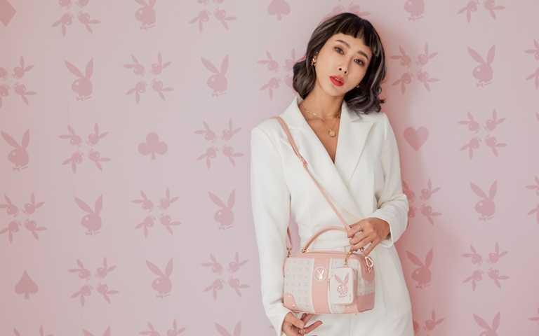 PLAYBOY經典的兔子Logo換上優雅粉色設計,是春夏最吸睛的配件單品。(圖/PLAYBOY TAIWAN)