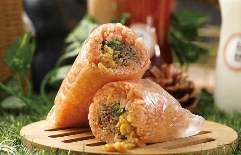 將牛五花以黑胡椒及洋蔥調味後快炒的「紅醬黑胡椒牛五花」,辛香可口。(55元)(圖/于魯光攝)