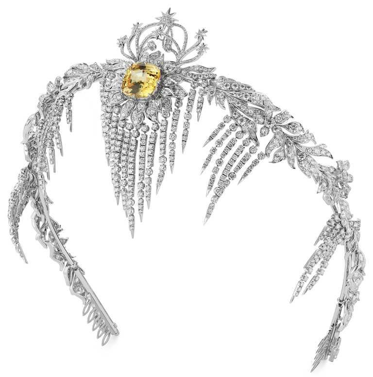 GUCCI「Hortus Deliciarum歡愉花園」系列高級珠寶,黃色藍寶石白金鑲鑽頭飾。(圖╱GUCCI提供)