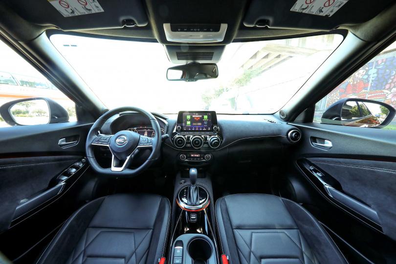 採用Alcantara® 麂皮內裝使整體車室更具運動感。